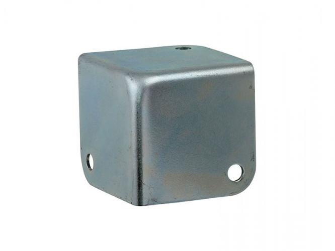Метален тристенен ъгъл за тонколони и кейсове Adam Hall 4001
